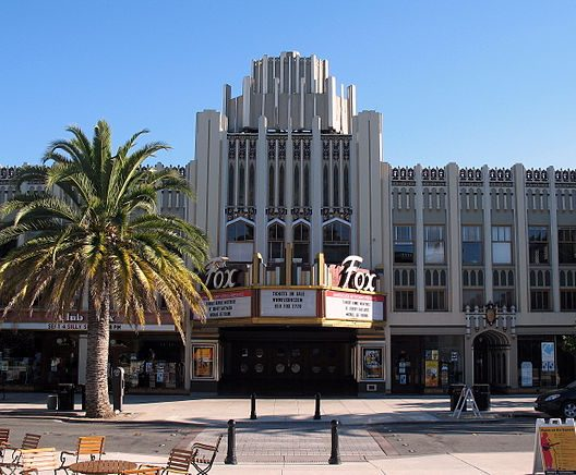 640px-New_Sequoia_Theater_Building,_2211-2235_Broadway,_Redwood_City,_CA_9-5-2011_5-33-54_PM